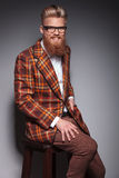 Hombre de risa de la moda con la barba larga Fotos de archivo libres de regalías
