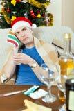 Hombre de Sikc en la toalla stuping del sombrero rojo del Año Nuevo a dirigir Fotos de archivo