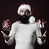 Hombre del Año Nuevo con la caja de regalo Foto de archivo