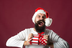 Hombre del Año Nuevo con la caja de regalo Fotografía de archivo libre de regalías