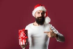 Hombre del Año Nuevo con la caja de regalo Fotos de archivo libres de regalías