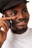 Hombre del Afro en el teléfono celular fotografía de archivo