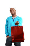Hombre del afroamericano con el bolso de compras Foto de archivo libre de regalías