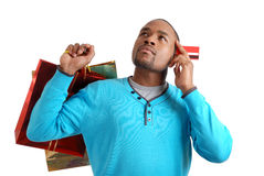 Hombre del afroamericano con el bolso y el crédito de compras Fotografía de archivo libre de regalías