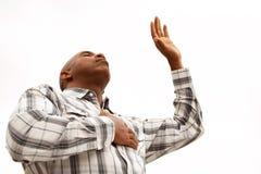 Hombre del afroamericano con los brazos abiertos Imagen de archivo libre de regalías