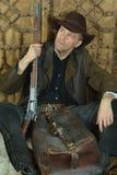 Hombre del bandido con el arma foto de archivo