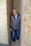 hombre del callejón de la tripa del apretón Imagen de archivo libre de regalías