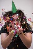 Hombre del confeti en partido Foto de archivo libre de regalías