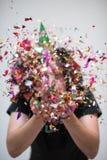 Hombre del confeti en partido Fotos de archivo libres de regalías