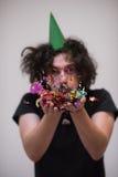 Hombre del confeti en partido Imágenes de archivo libres de regalías