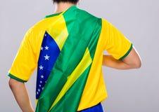 Hombre del deporte con la bandera del Brasil Fotos de archivo libres de regalías