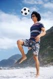 Hombre del fútbol de la playa Imágenes de archivo libres de regalías