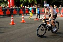Hombre 2014 del hierro de Malasia el comienzo de la bici del 180km Foto de archivo