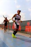 Hombre 2014 del hierro de Malasia en el trayecto final el maratón de los 42km Fotografía de archivo