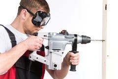 Hombre del ingeniero de edificio de la construcción o del trabajador manual en gafas de seguridad fotos de archivo libres de regalías