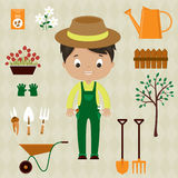 Hombre del jardinero con los utensilios de jardinería Foto de archivo libre de regalías