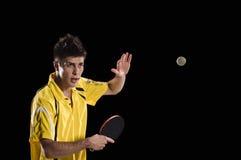 Hombre del jugador de tenis de mesa en la acción Fotografía de archivo libre de regalías