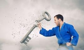 Hombre del karate en la acción Imagen de archivo