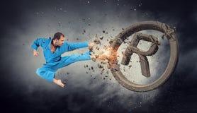 Hombre del karate en la acción Técnicas mixtas Foto de archivo