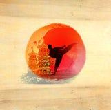 Hombre del karate - fondo de madera Fotos de archivo