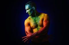 Hombre del músculo con arte de cuerpo de la fantasía Foto de archivo libre de regalías