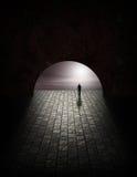 Hombre del misterio en túnel Imagen de archivo libre de regalías