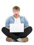 Hombre del ordenador portátil dado una sacudida eléctrica Fotos de archivo libres de regalías