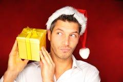 Hombre del regalo de la Navidad Fotografía de archivo libre de regalías