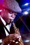 Hombre del saxofón fotos de archivo