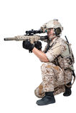 Hombre del soldado que sostiene el lanzamiento de la ametralladora Fotografía de archivo