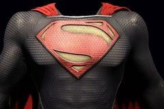 Hombre del superhombre de traje de acero fotos de archivo libres de regalías