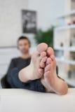 Hombre descalzo Fotos de archivo libres de regalías