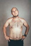 Hombre descamisado melenudo corpulento fotografía de archivo