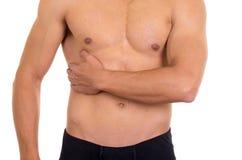 Hombre descamisado muscular con dolor correcto del abdomen imagen de archivo libre de regalías