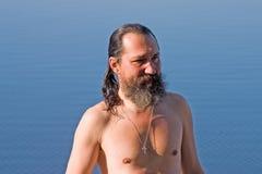 Hombre después de la nadada Foto de archivo libre de regalías
