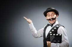 Hombre divertido con la chapaleta de la película Imagenes de archivo