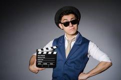 Hombre divertido con película imagenes de archivo