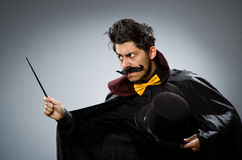 Hombre divertido del mago con la vara Fotografía de archivo libre de regalías