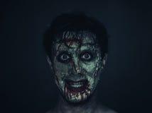 Hombre divertido del zombi fotos de archivo