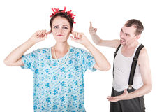 Hombre divertido que grita en su esposa foto de archivo libre de regalías