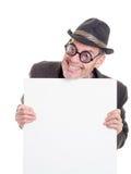 Hombre divertido que lleva a cabo la muestra en blanco Fotos de archivo libres de regalías