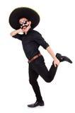 Hombre divertido que lleva el sombrero mexicano del sombrero aislado Foto de archivo libre de regalías