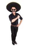 Hombre divertido que lleva el sombrero mexicano del sombrero aislado encendido Imagen de archivo