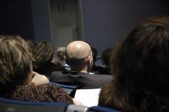 Hombre durante conferencia Fotos de archivo