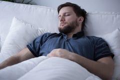 Hombre durmiente foto de archivo libre de regalías