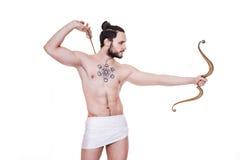Hombre duro con el arco y las flechas Cupido, tarjeta del día de San Valentín, Grecia, antigüedad Foto de archivo