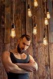 Hombre elegante con la barba imagenes de archivo