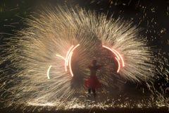 Hombre emisivo del fuego Fotografía de archivo