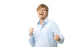 Hombre emocionado que celebra éxito Imagen de archivo