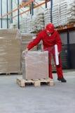 Hombre en almacén Fotografía de archivo libre de regalías